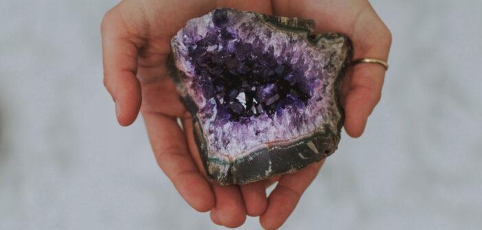 Lithothérapie beauté : des soins précieux aux cristaux
